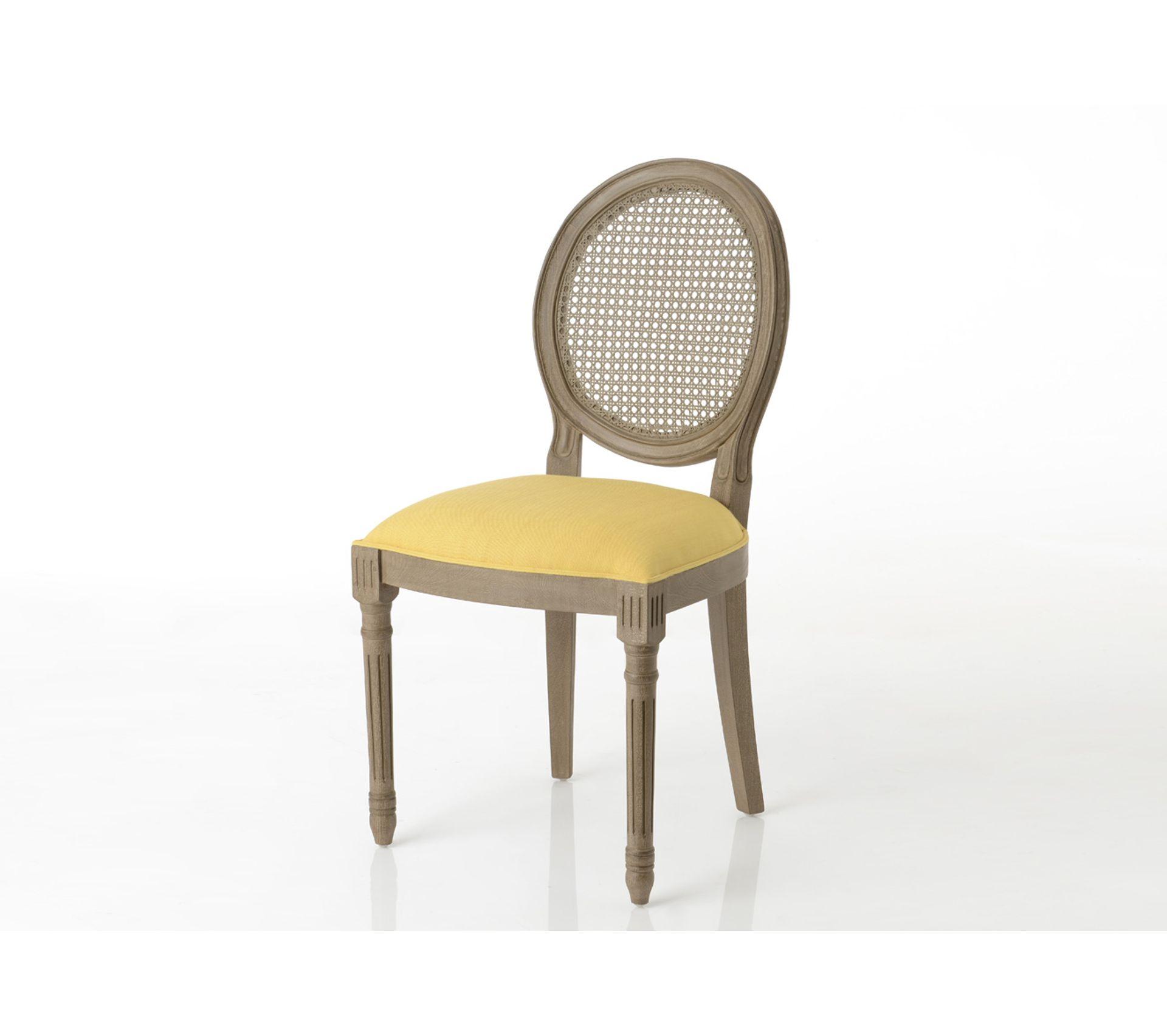 Quel Tissu Pour Chaise chaise médaillon en bois et tissu coloré