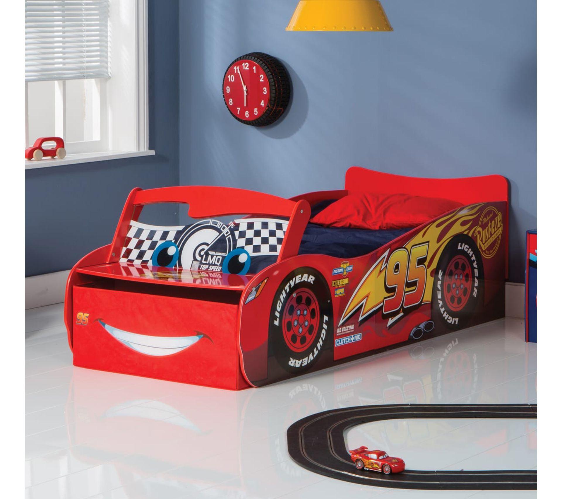 Lit Pour Enfants Disney Cars Avec Rangement Et Pare Brise Lumineux L 77 X P 169 5 Cm Lit Avec Rangement But